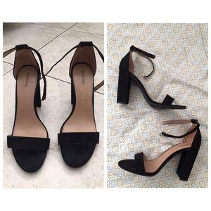 Merona black faux suede block heel 9.5